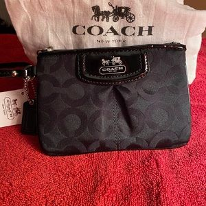 NEW Coach patent leather and fabric wristlet !!